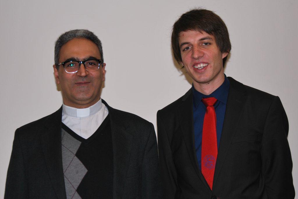P. Georges Aboud BS aus Syrien (li.) mit dem ersten AStA-Vorsitzendenden Maximilian Folda beim diesjährigen Dies Academicus an der Theologischen Fakultät Paderborn. | Foto: ThF-PB