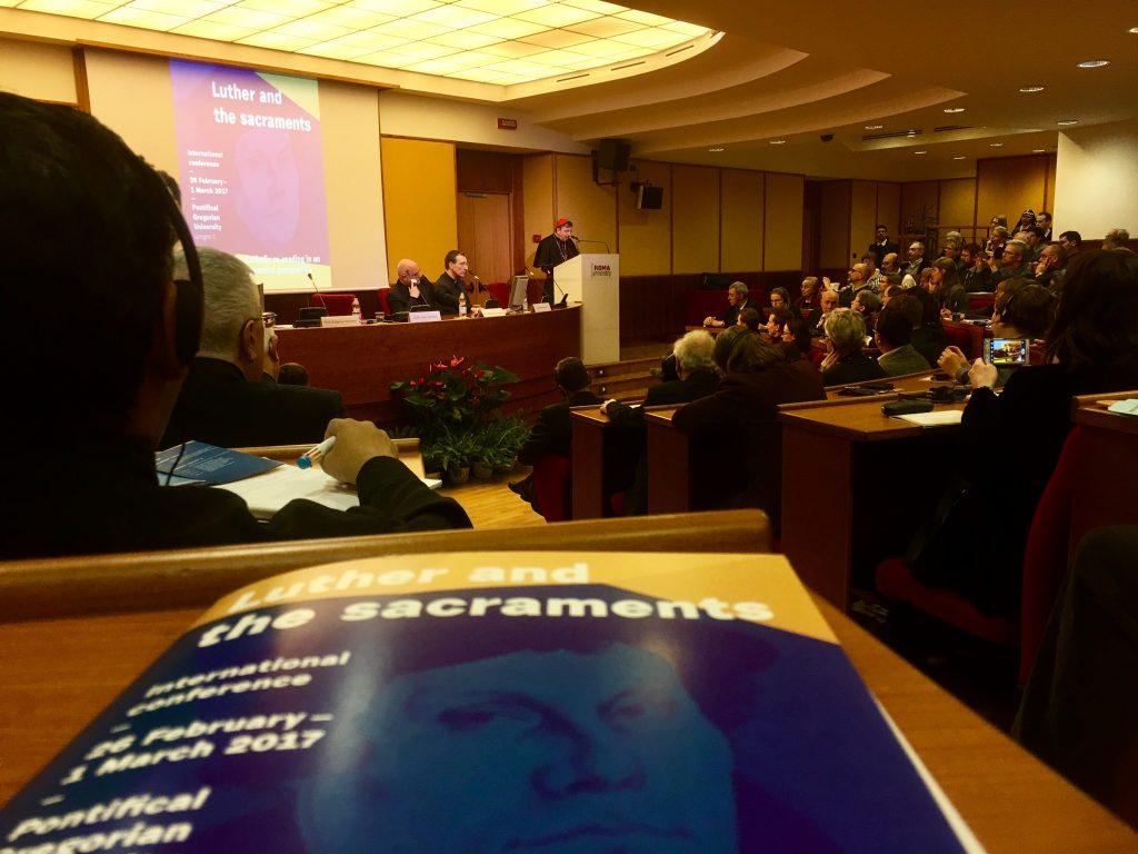 Kurt Kardinal Koch beim Eröffnungsvortrag des Ökumene-Symposiums in der Aula Magna der Päpstlichen Universität Gregoriana in Rom. | Foto: ThF-PB