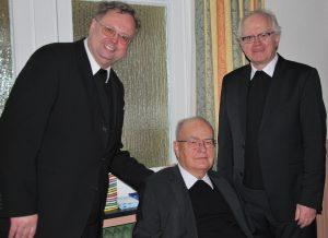 Beim Empfang zum Diamantenen Priesterjubiläum im Kolpinghaus: (v.l.) Die Professoren Althaus, Langemeyer und Meyer zu Schlochtern. | Foto: ThF-PB